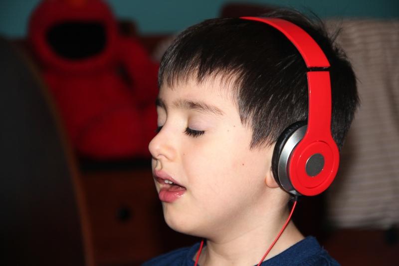 listening to music 004